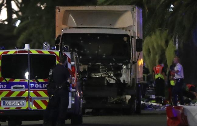 Photo Attentat de Nice - Camion criblé de balle - 14 juillet 2016